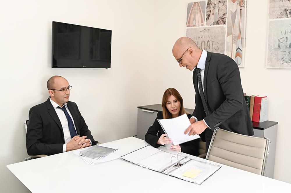 צילומי תדמית לעורכי דין - צילום לאתרים - LUV Photography